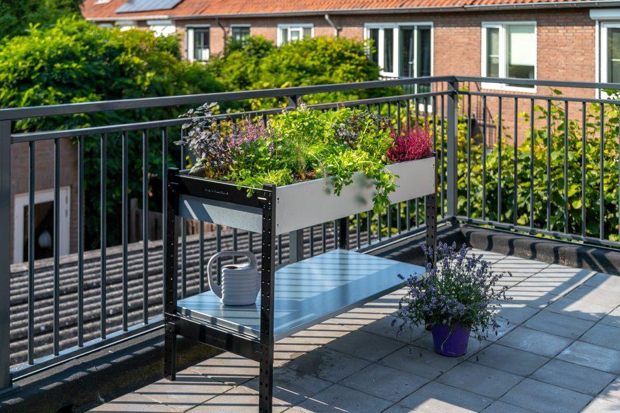 Moestuintafel op het balkon